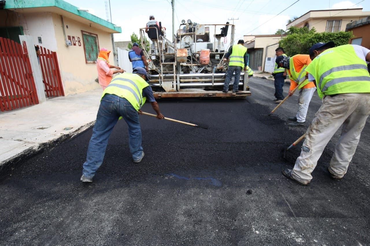 Cierran diversas vialidades de Chetumal por reparación de calles