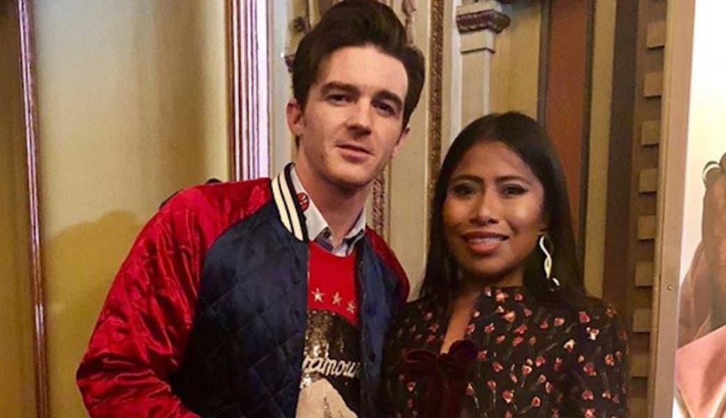 El actor Drake Bell convive y felicita a Yalitza Aparicio