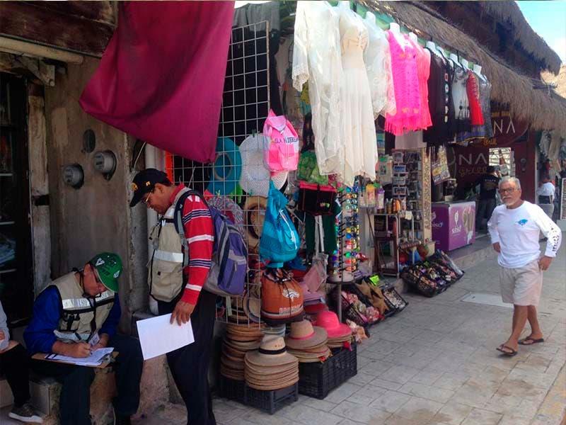 Realizan operativo en Isla Mujeres para evitar que los comerciantes invadan la vía Pública