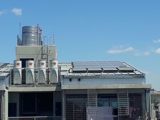 """Ven barrios pobres de Argentina """"luz de esperanza, con paneles solares"""""""