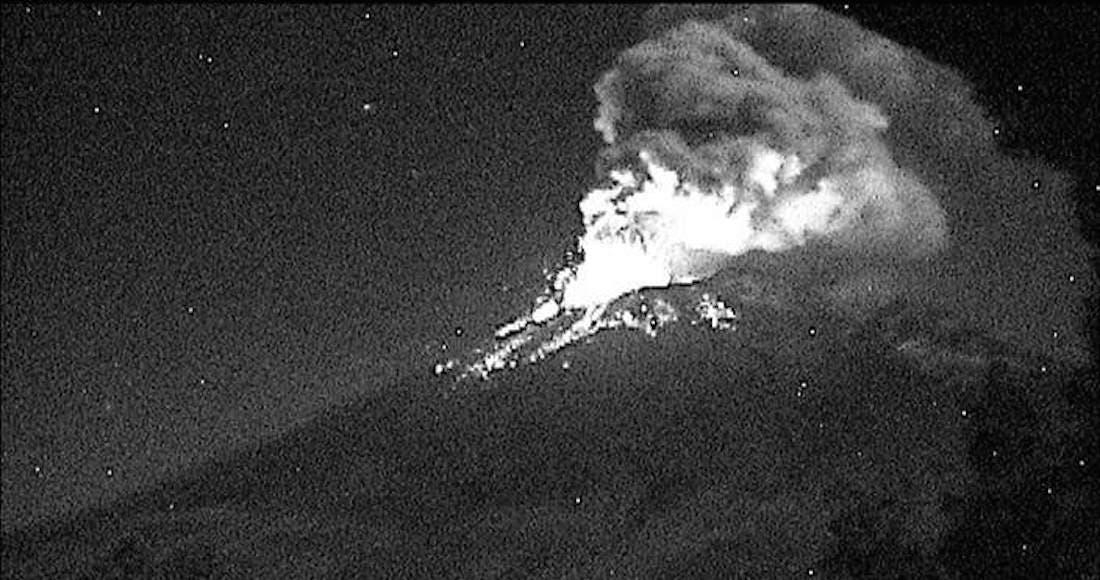 Video: Registra 'Don Goyo' fuerte explosión; ceniza rumbo a Puebla