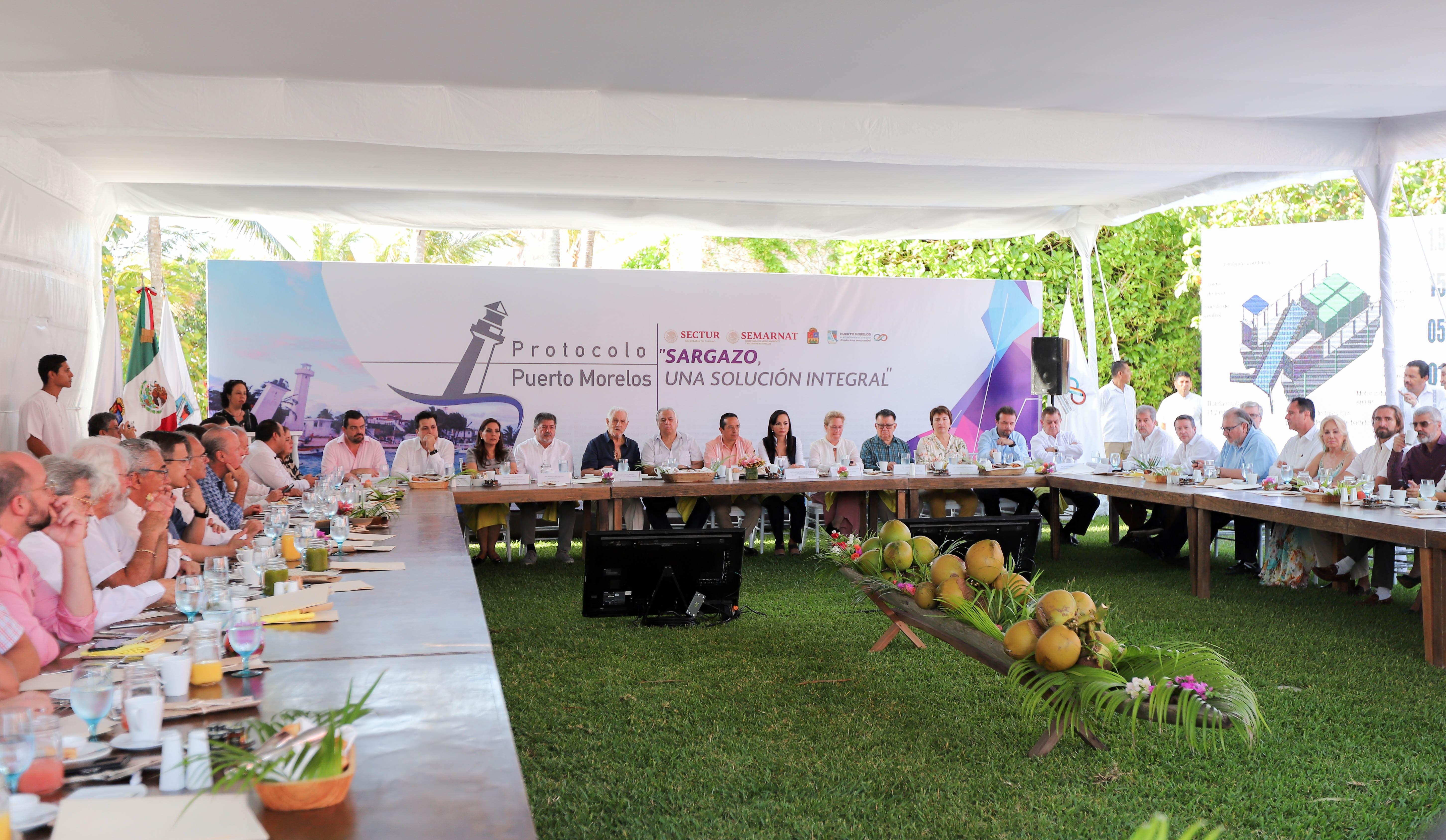Realizan encuentro en Puerto Morelos para solucionar el fenómeno del sargazo