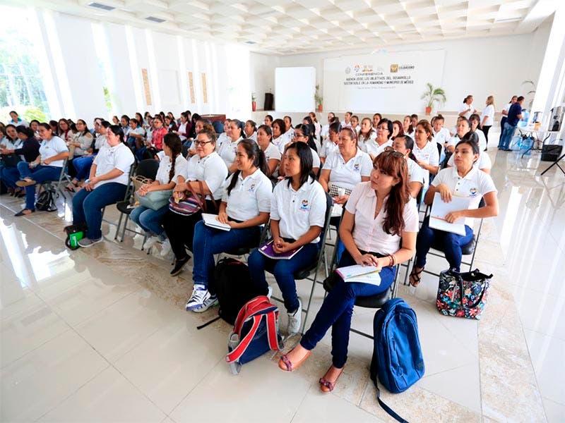 Capacitan a maestras de estancias infantiles de Playa del Carmen con nuevas técnicas pedagógicas
