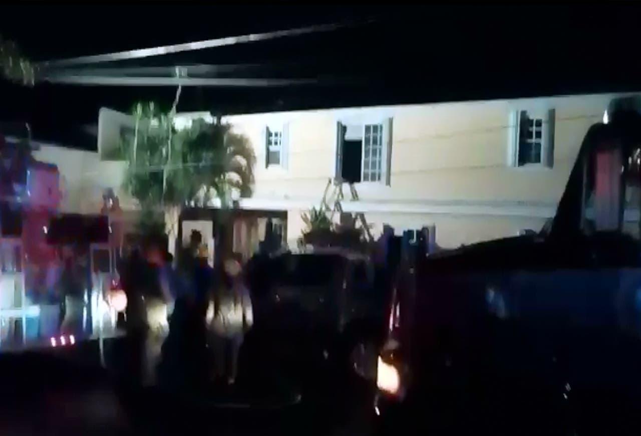 Veladora de un altar incendia una casa en Cozumel