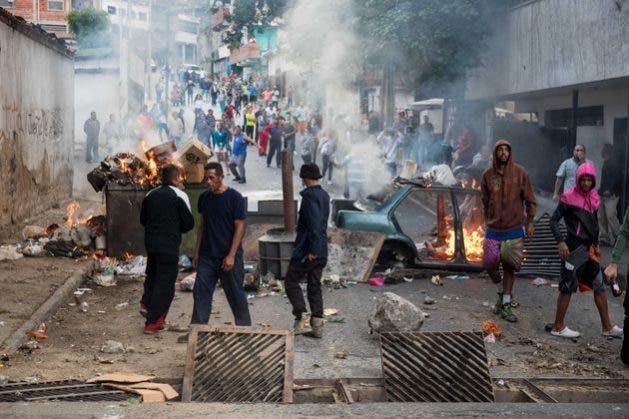 Balas contra cacerolas: reprimen protesta en Venezuela