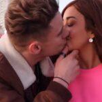 Vídeo: Caeli le roba beso un desconocido con el que salió por 24 horas en la playa