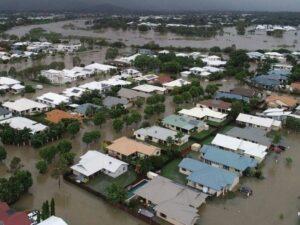 Inundaciones llevan a cocodrilos a las calles