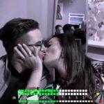 Vídeo: Cecilia Galiano: La cachan robándole un tremendo beso a Mauricio Mancera