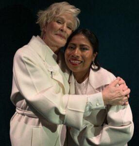 Glenn Close abraza a Yalitza Aparicio con ternura previo a los Oscars 2019
