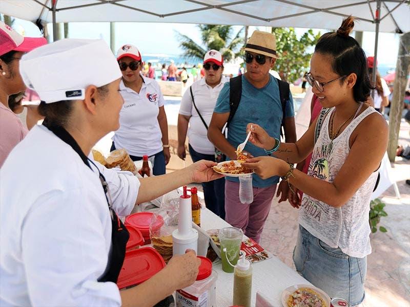 Feria del ceviche y maratón de aguas abiertas fortalecen a Puerto Morelos: Laura Fernández