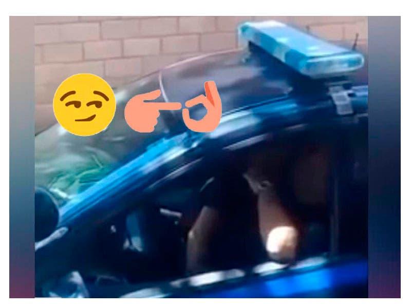 Vídeo: Cachan a policías teniendo relaciones en una patrulla