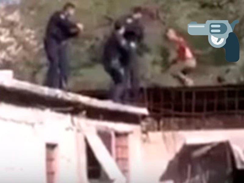 Vídeo: Sujeto intenta suicidarse luego ataca con cuchillo a policía y muere a tiros