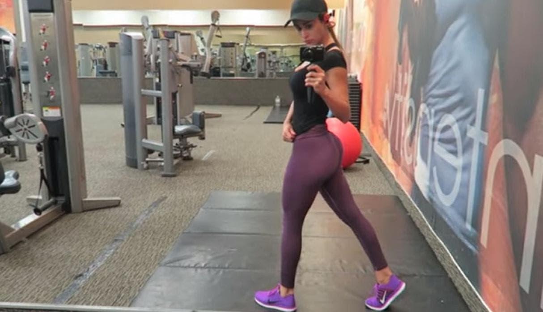Yanet García acalora Instagram mostrando sus curvas con diminuto bikinazo