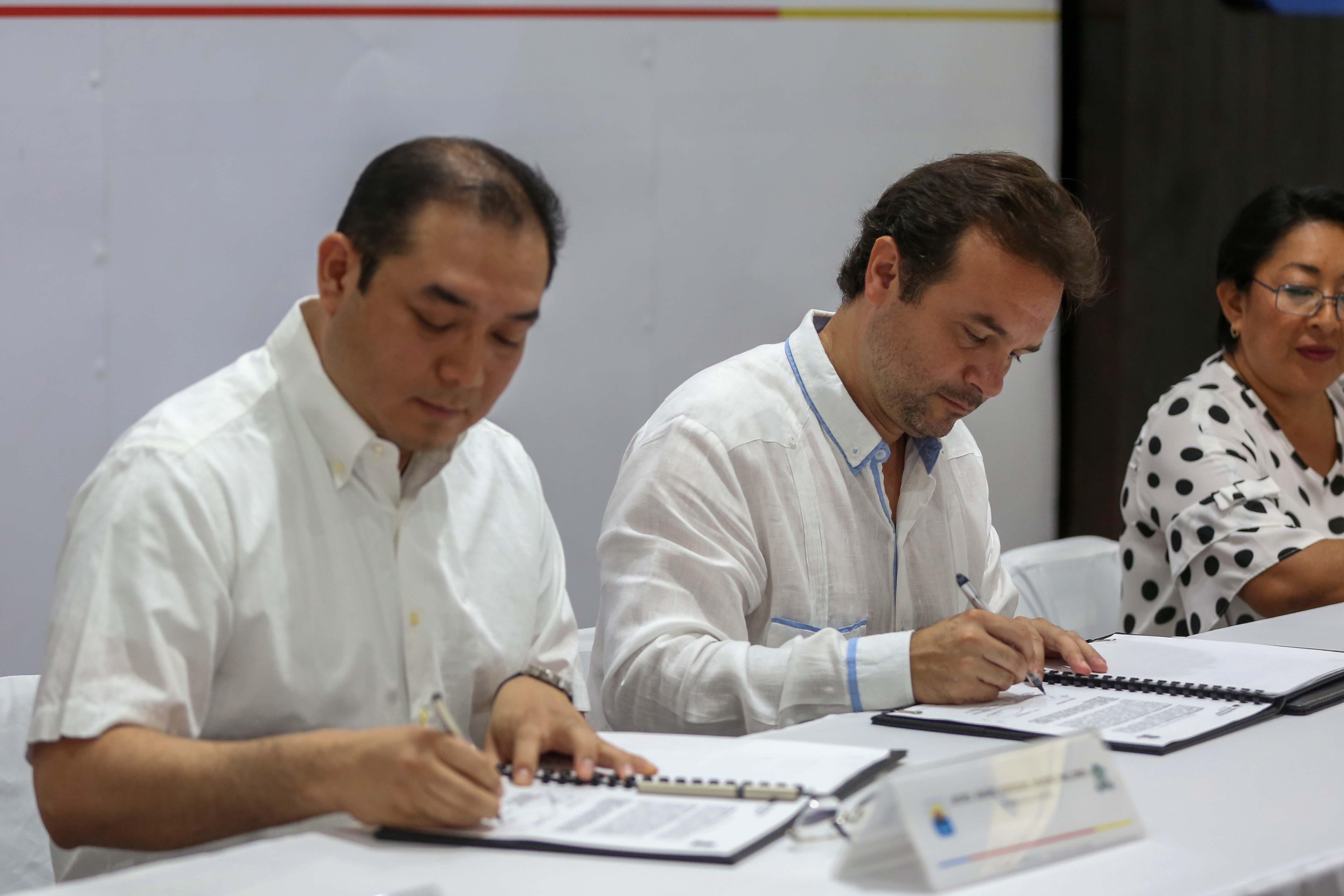 Restablece Pedro Joaquín alianzas para el desarrollo de estudios, consultorías y capacitación en Cozumel