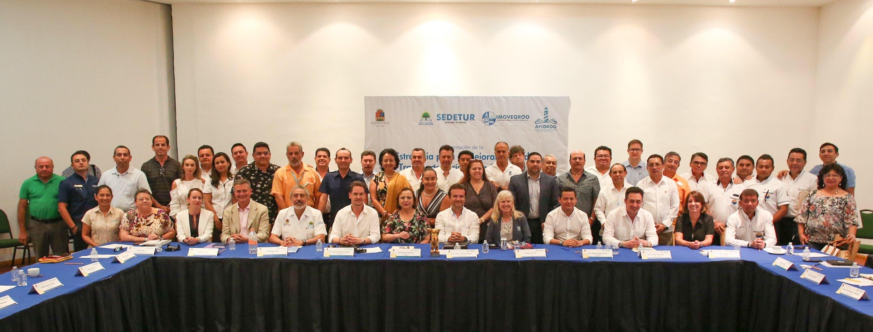 Ayuntamiento de Cozumel une esfuerzos con la Sedetur para fortalecer la calidad de atención a los visitantes que utilizan el transporte público terrestre