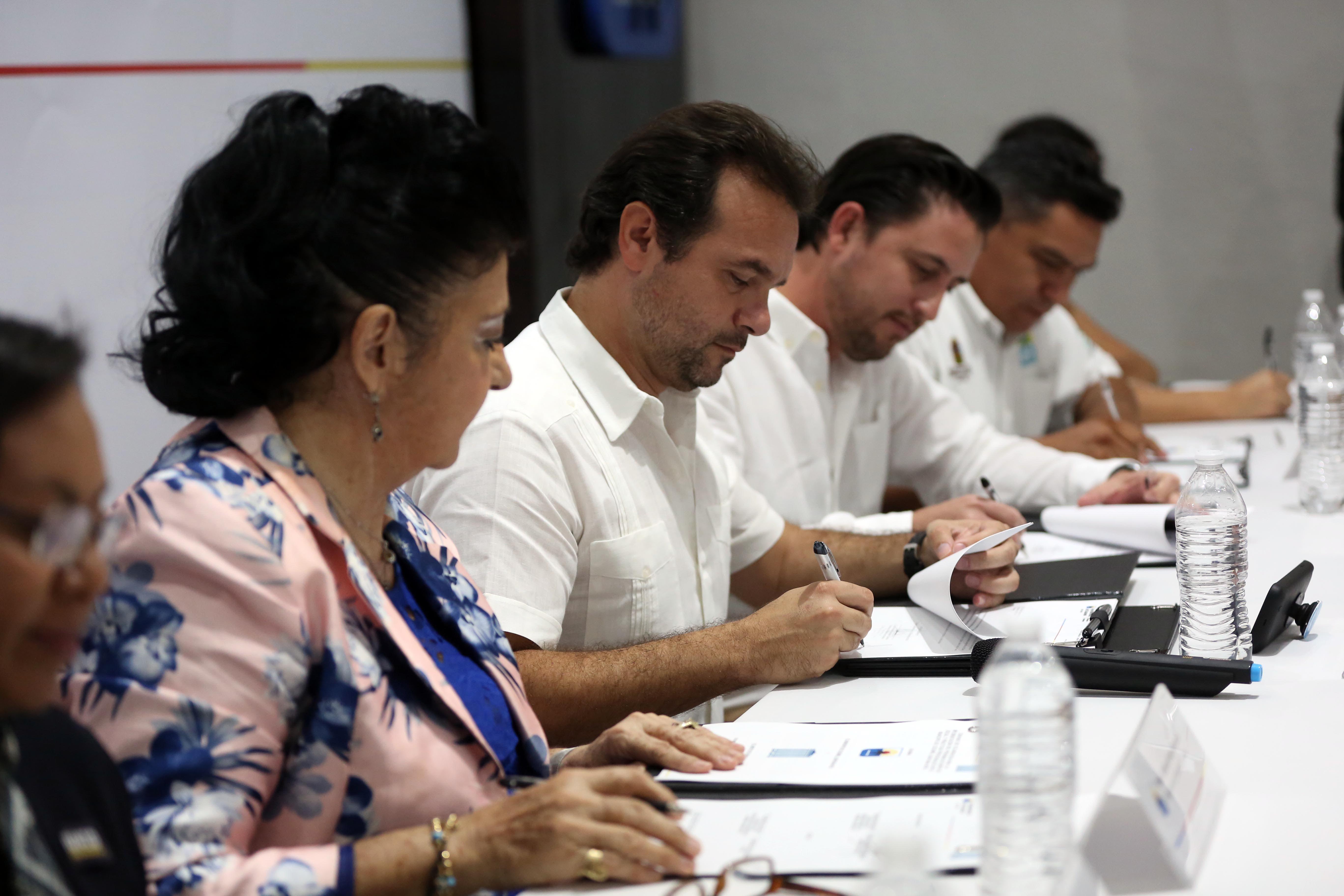 """El Presidente Municipal, señala que la firma de colaboración forma parte del eje de gobierno """"Cozumel Próspero"""", plasmado en el Plan de Desarrollo Municipal 2018-2021"""