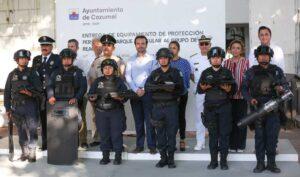 Entrega Pedro Joaquín equipamiento para mejorar la seguridad pública en Cozumel