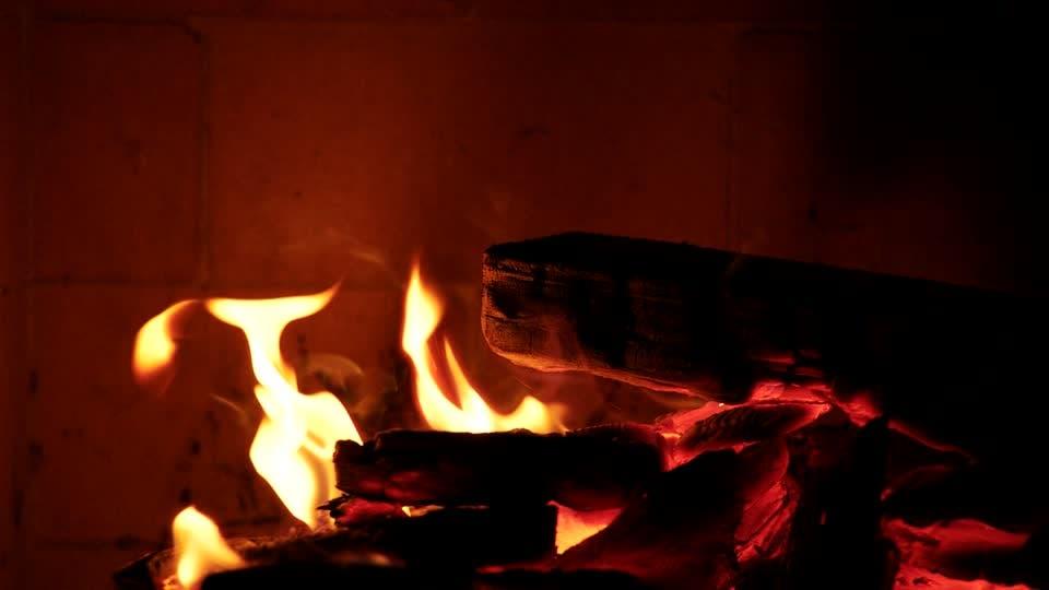 Incendia parte de su hogar tras querer hacer una fogataIncendia parte de su hogar tras querer hacer una fogata