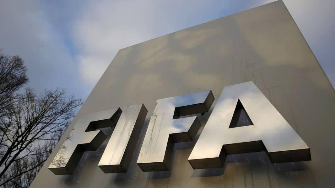 FIFA suspendió de por vida a árbitro culpable de corrupción