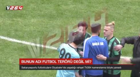 Video: Acusan a jugador turco de usar navaja contra rivales en pleno partido
