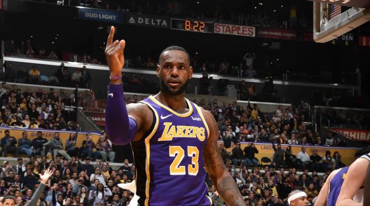 BA: LeBron James supera a Michael Jordan como el cuarto lugar de máximos anotadores