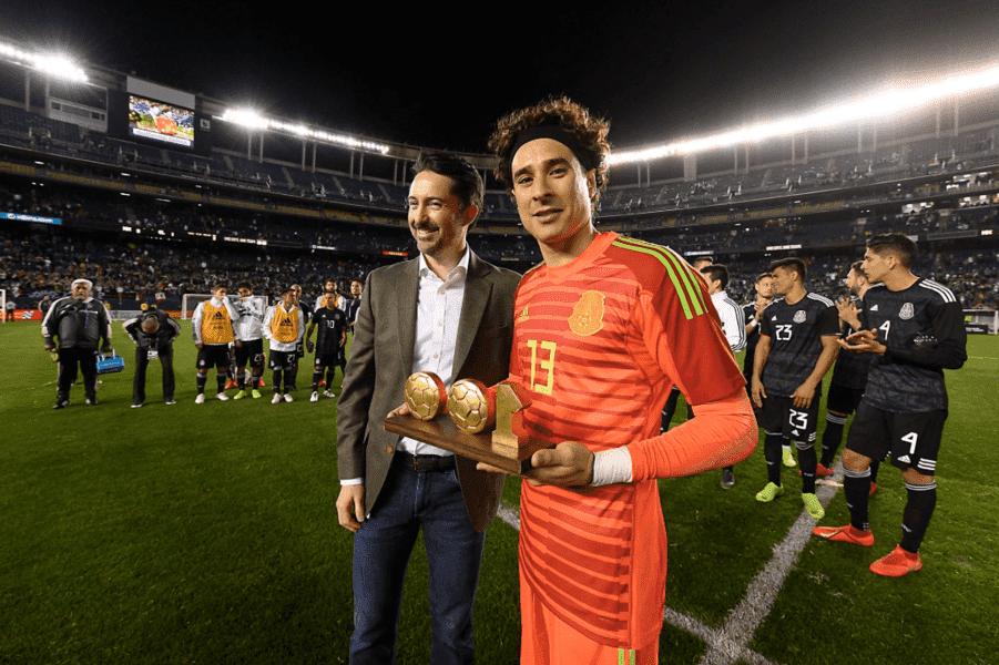 Selección Mexicana reconoce a Guillermo Ochoa por llegar a 100 partidos con el 'Tri'