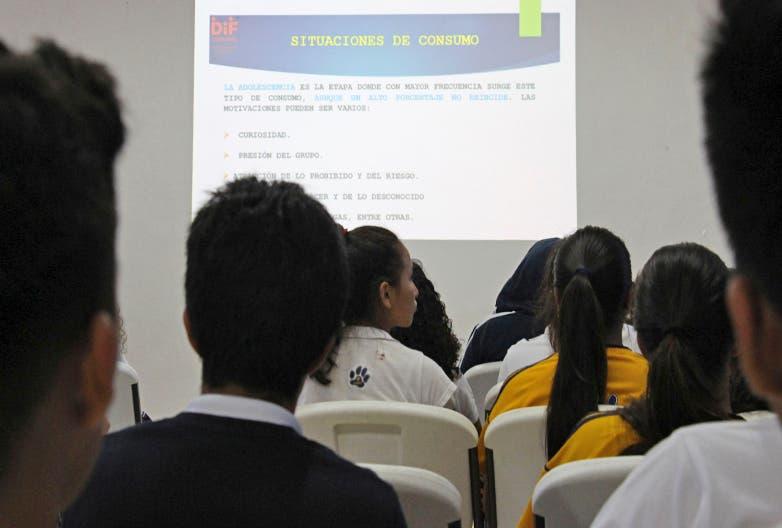 DIF de Cozumel, imparte plática sobre el riesgo de consumir drogas