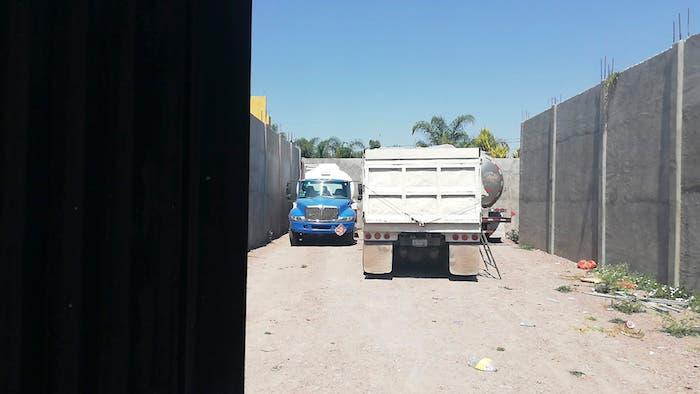 Además, se reportó el hallazgo de una pipa para transportar combustible, así como una supuesta toma clandestina.