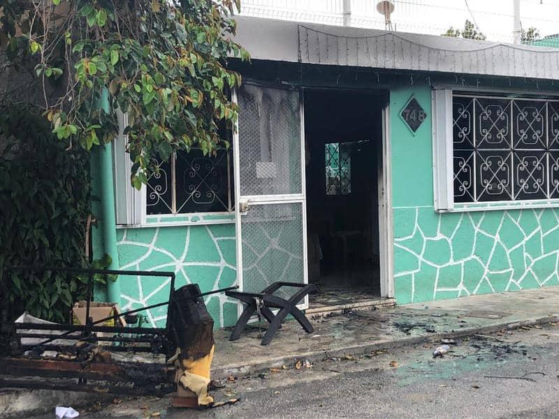 Familia de Cozumel logra huir tras incendio en su casa