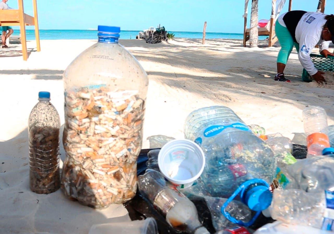 Isla Mujeres mantiene de forma permanente la limpieza de sus playas