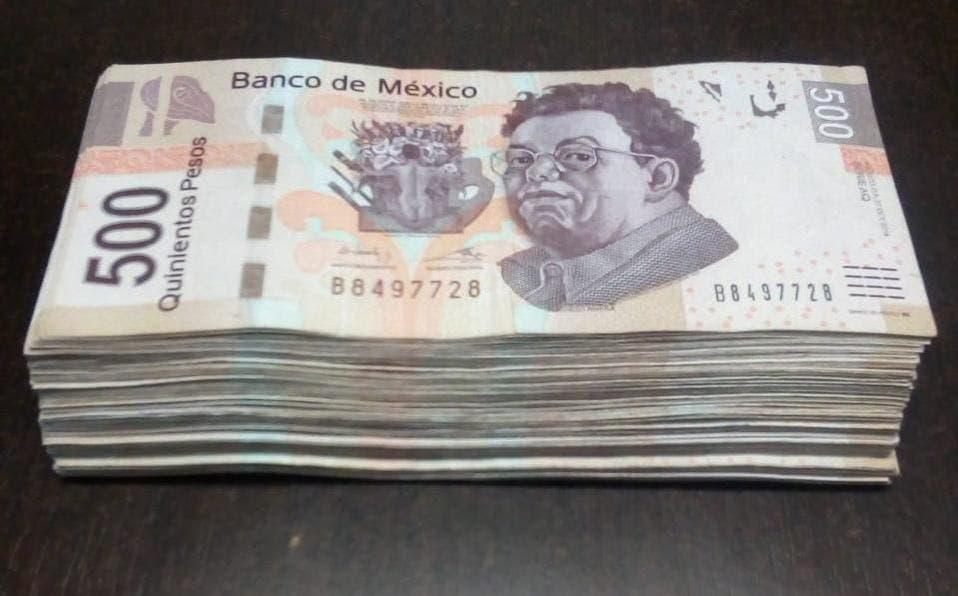 Da cajero automático 75 mil pesos por error, el cliente los devuelve