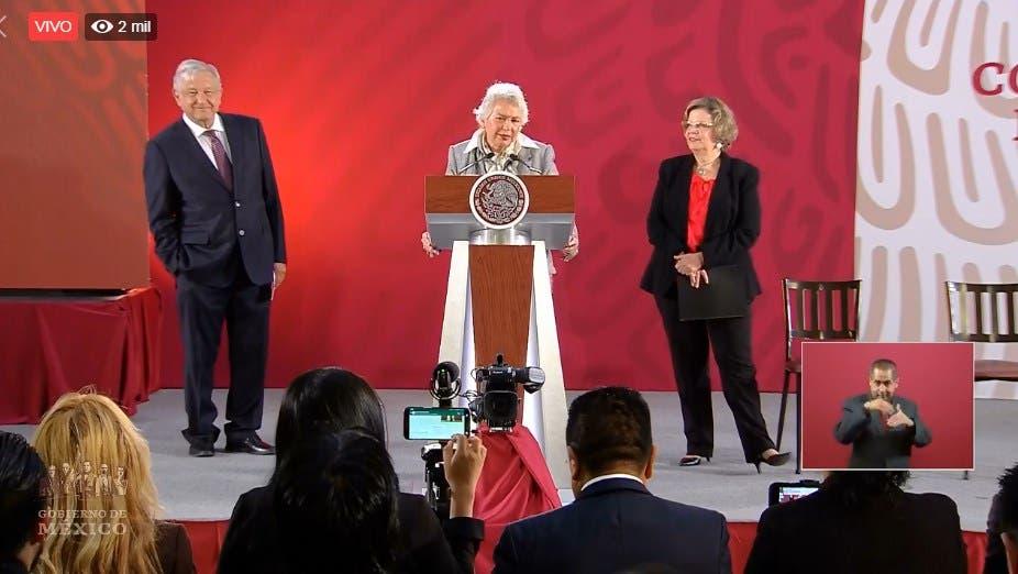 El Presidente de México, la secretaria de Gobernación y la titular de Inmujeres, detallando el plan de acción.