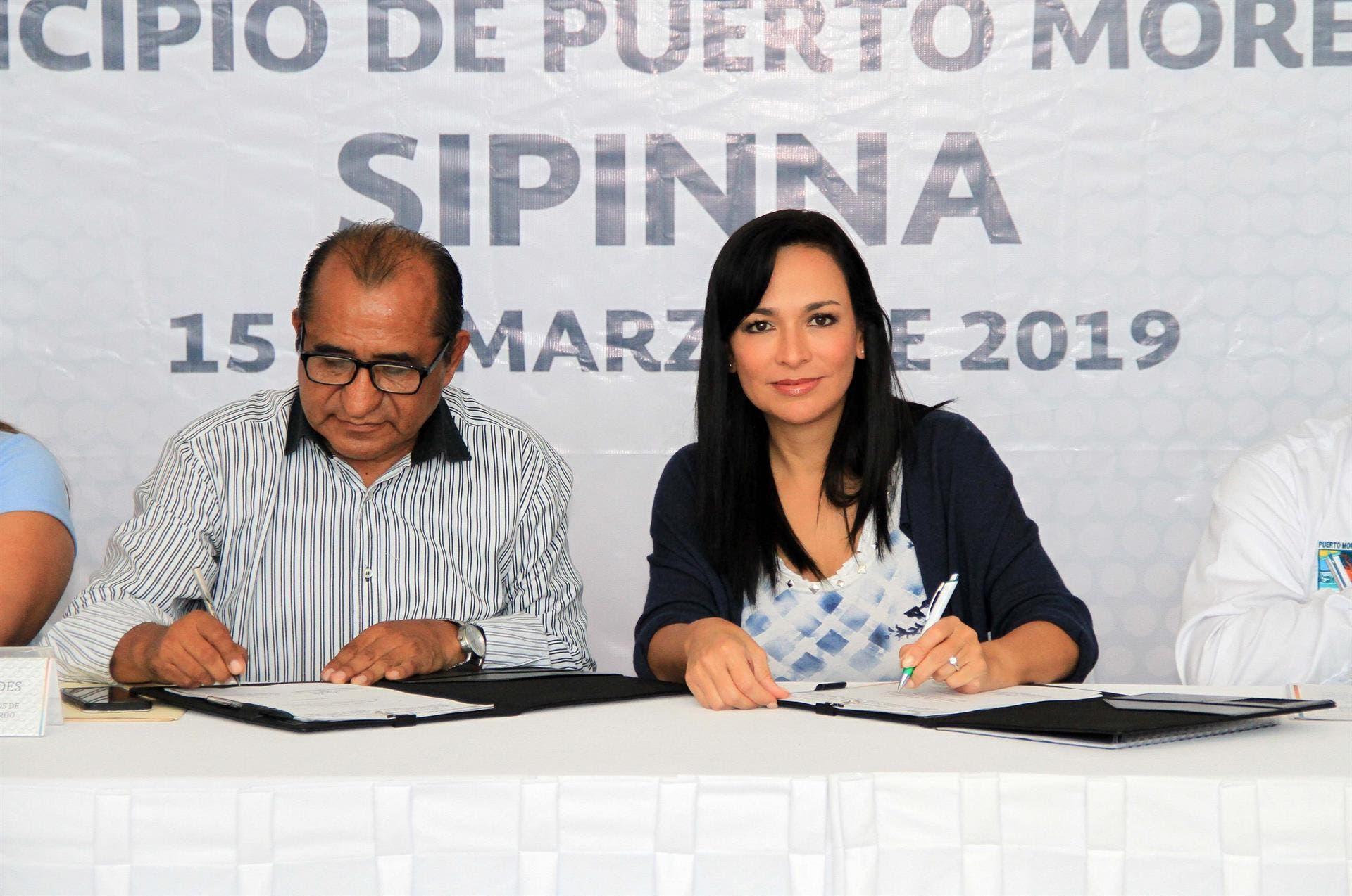 Presidente Laura Fernández, acompañada del secretario técnico de la Secretaría Ejecutiva del SIPINNA estatal, Efrén Hernández Martínez.
