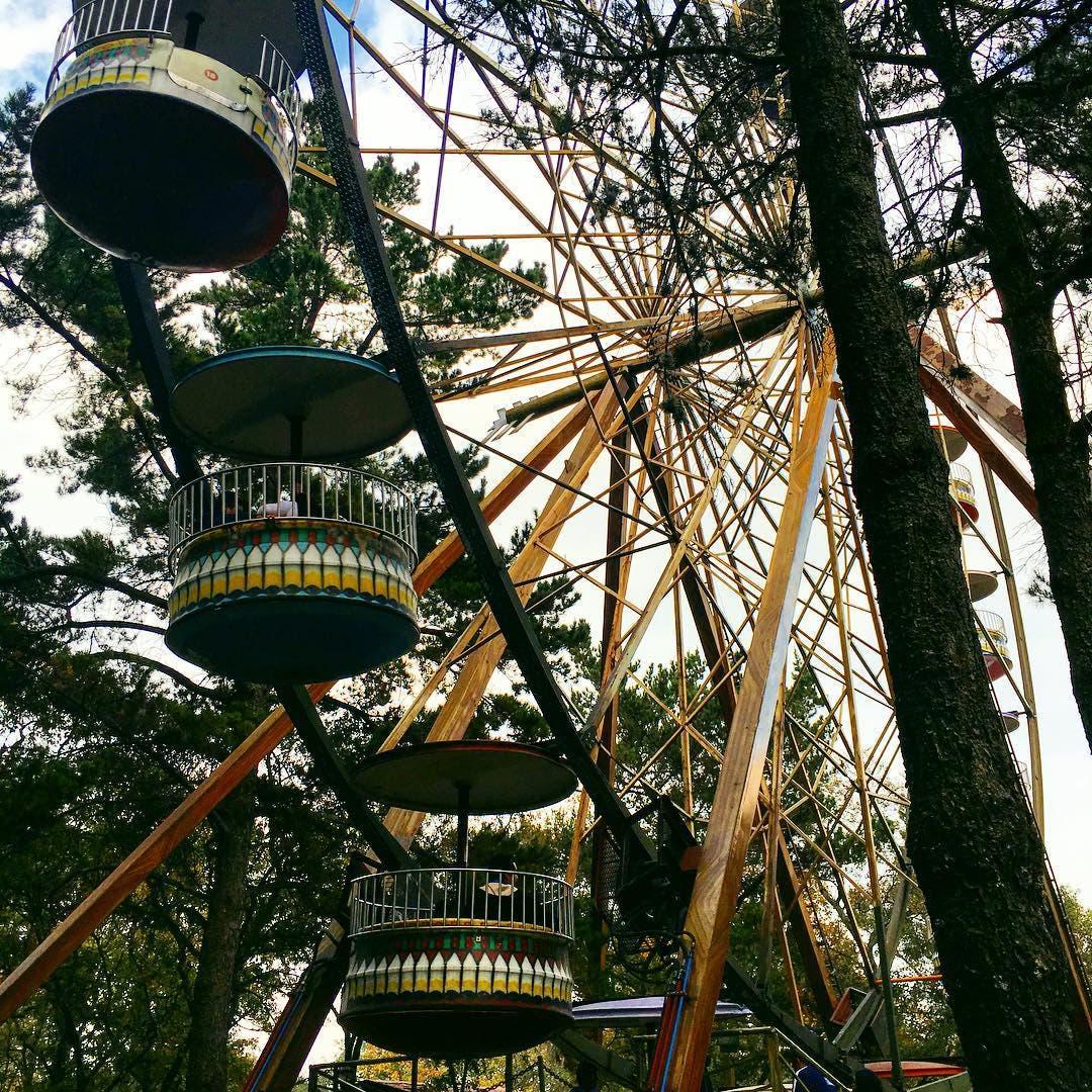 Caída de joven en Six Flags confronta a familia y empresa