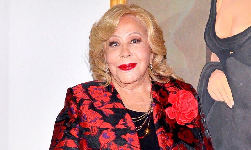 Silvia Pinal es dada de alta del hospital, continuará el tratamiento en casa