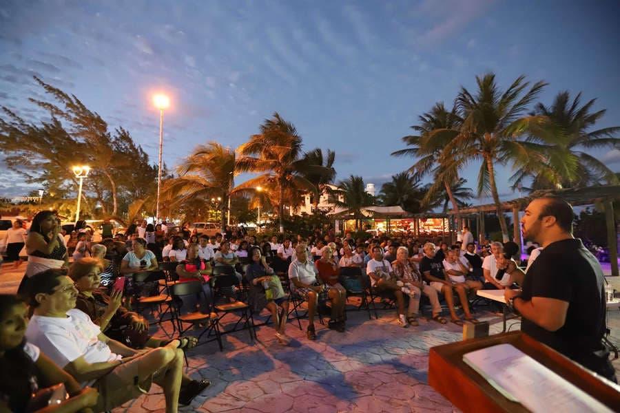 """Este fin de semana, en Puerto Morelos,se presentó al público el documental """"Manglar Muralismo de Expresión"""" del artista plástico Alfredo Lanz Rodríguez y se expusieron obras de tres escritores"""