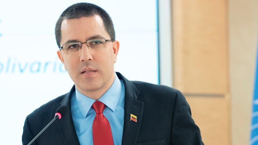 Exige Venezuela a diplomáticos de EU abandonar el país