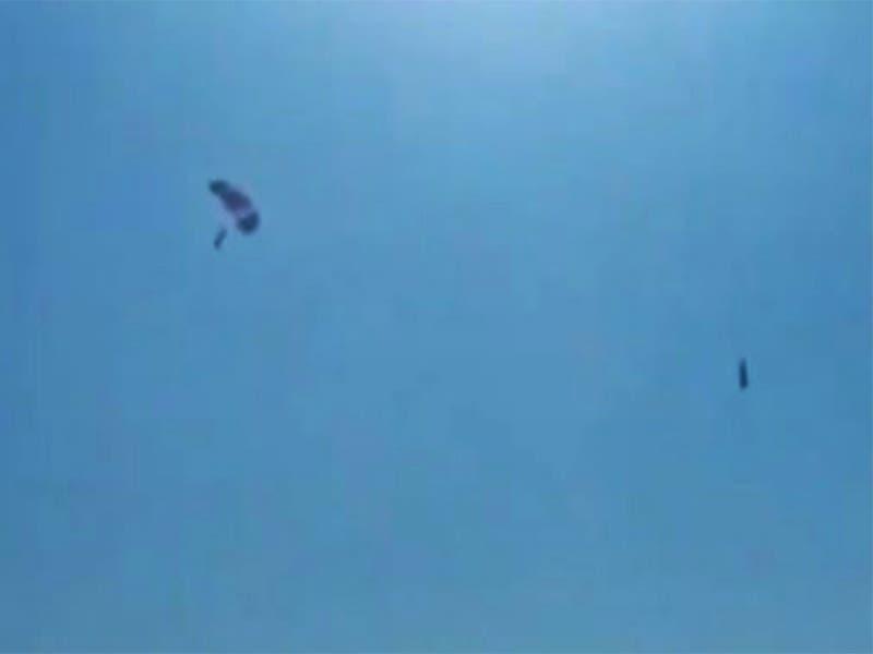 VÍDEO: Paracaídas falla y caen desde las alturas