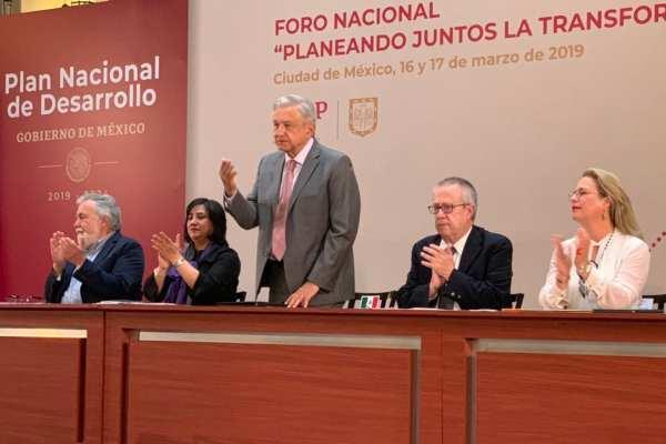 Andrés Manuel López Obrador declaró formalmente el fin de la política neoliberal.