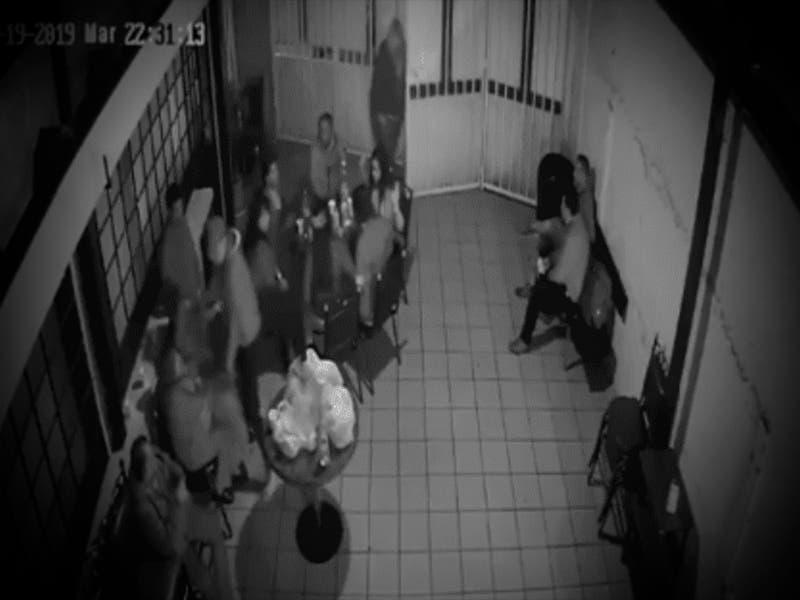 VÍDEO: Asaltan personas durante velorio