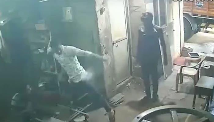 Vídeo: Sujeto se quema al explotar su celular en el bolsillo del pantalón