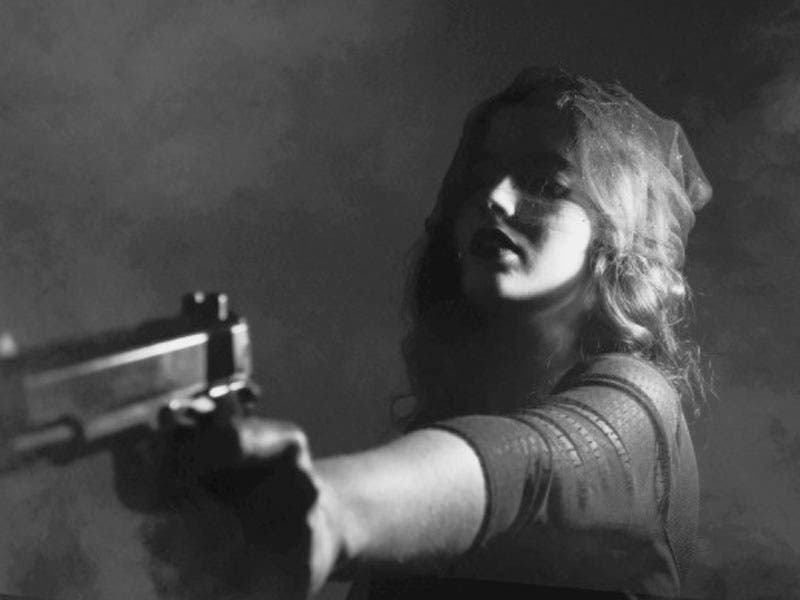 Mujer borracha mata con una pistola a su novio por imitar escena de una película
