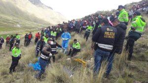 Policía halla los restos del cuerpo de la mujer cerca de un cerro.