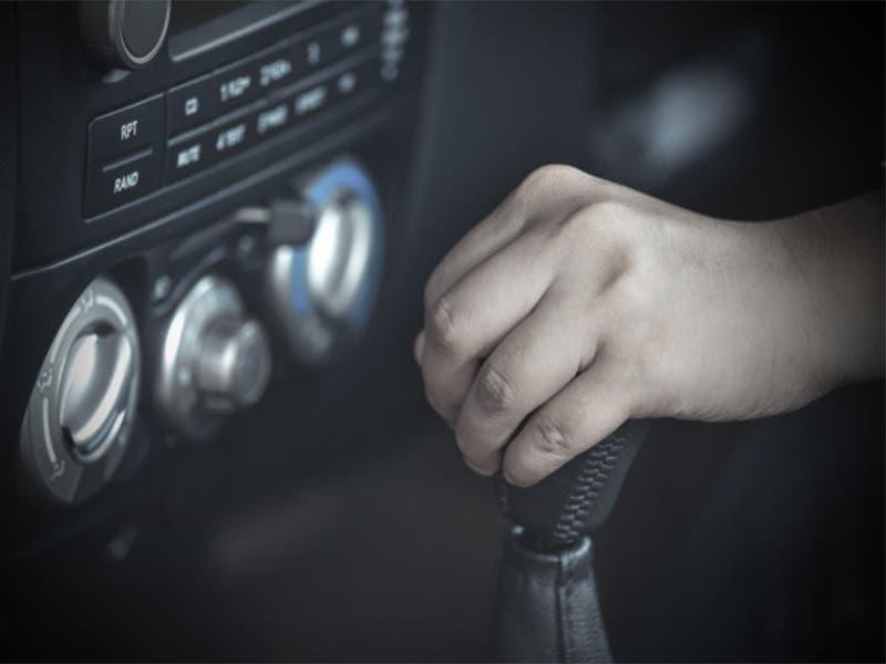 Hombre muere por infarto mientras conducía