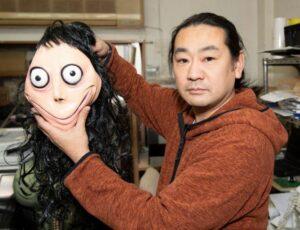 Keisuke Aiso con el verdadero Momo