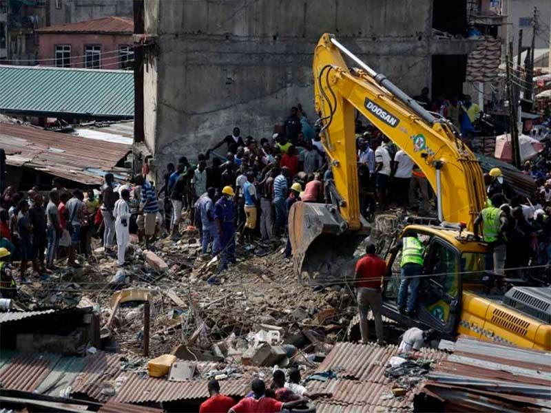 Colapsa una escuela en Nigeria y más de 100 niños quedan atrapados