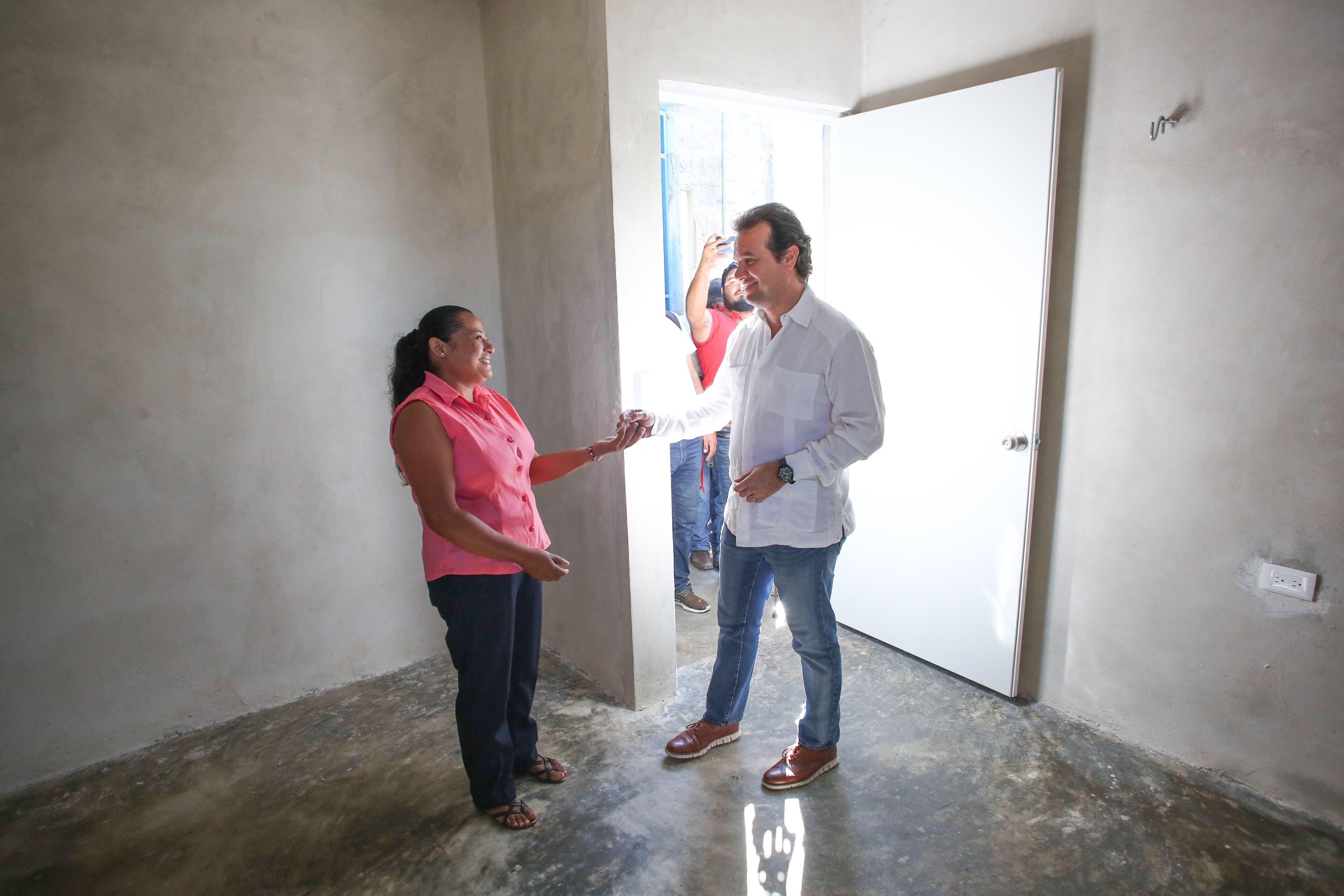 Agradecen familias beneficiadas el apoyo del Presidente Municipal de Cozumel para mejorar su seguridad y contar con viviendas dignas