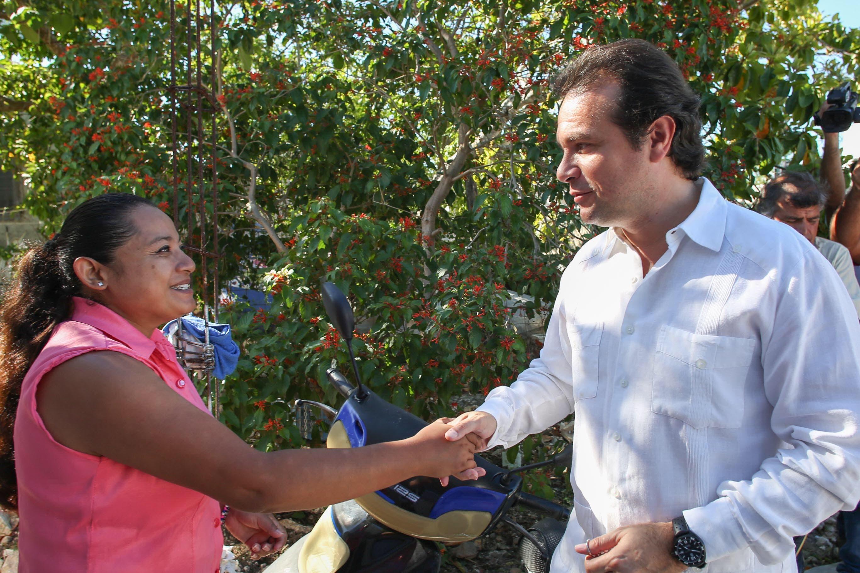 """""""Con acciones, no con palabras mostramos el compromiso que tenemos con la gente de Cozumel, donde en estos primeros meses de gestión reactivamos programas sociales que impactan de manera directa en el bienestar de la gente de la isla y mejoran su calidad de vida"""", destaca Pedro Joaquín"""