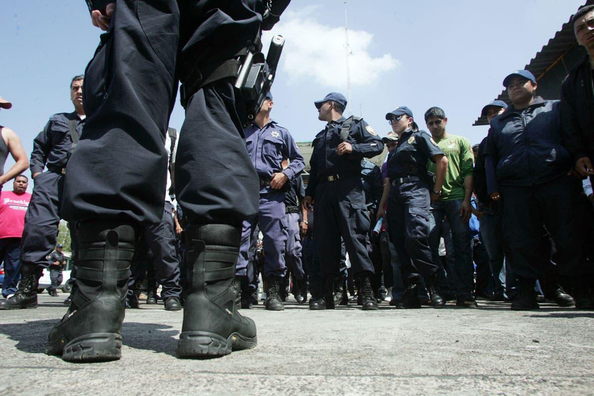 Policías de México sufren robo de armas mientras cenaban tacos
