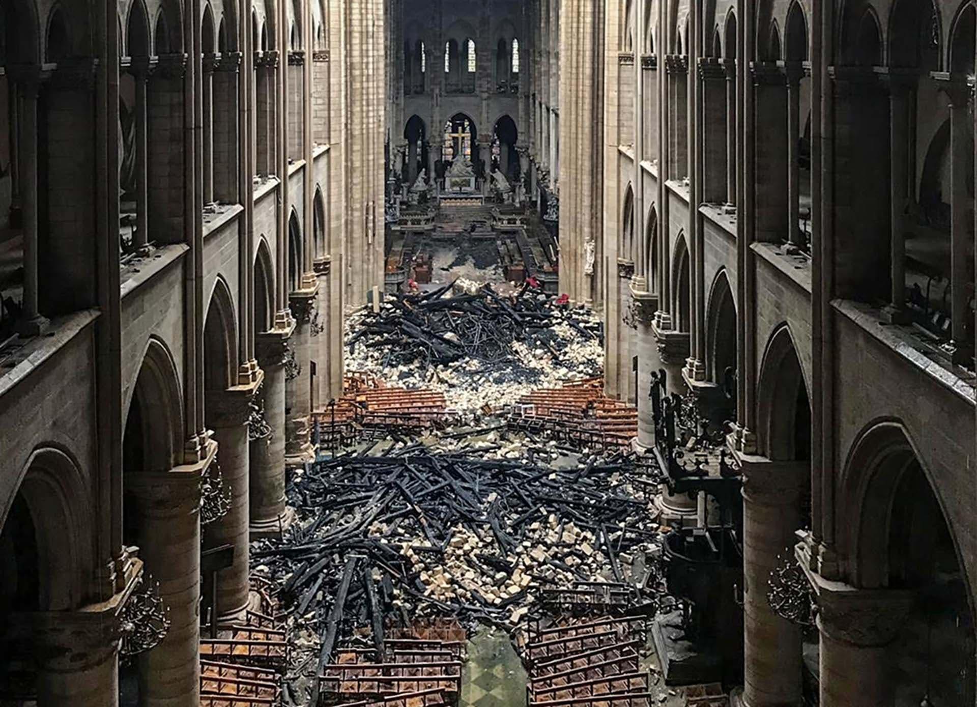 VÍDEO: Así quedó el interior de la Catedral de Notre Dame tras el incendio